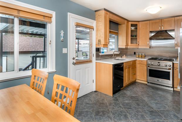 7668 Endersby kitchen