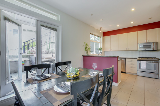 The dining area and kitchen at 84-6878 Southpoint Dr