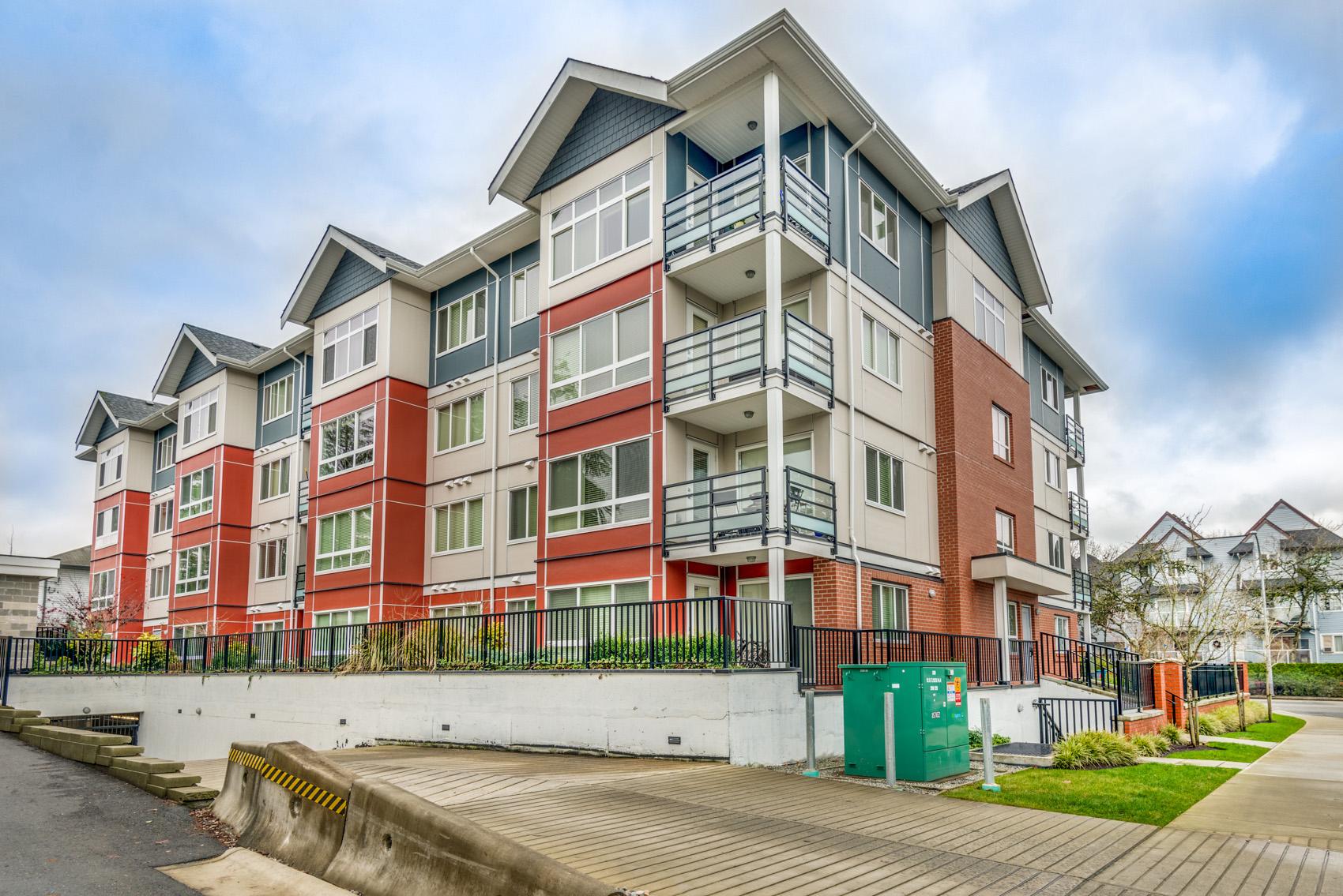 Upper Unit Apartment/Condo